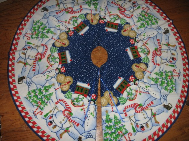 Peppermint Hill Fleece Christmas tree skirt finished surged edge satin tie