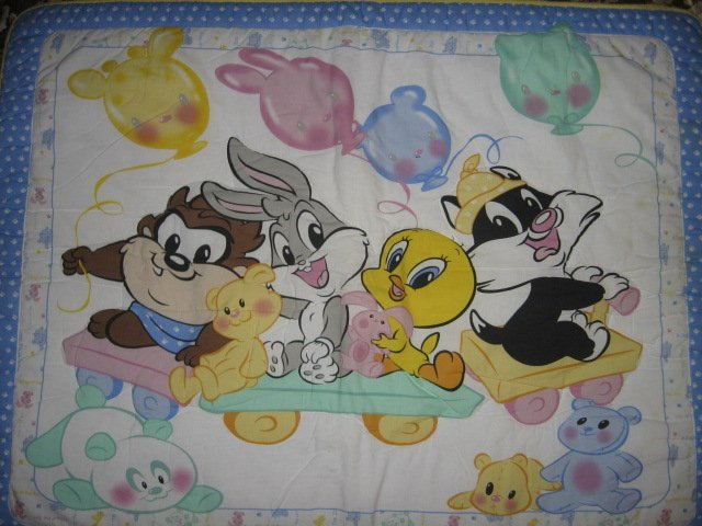 Image 0 of Tweety Taz Bugs Sylvester balloons baby Looney Tunes crib quilt out of print