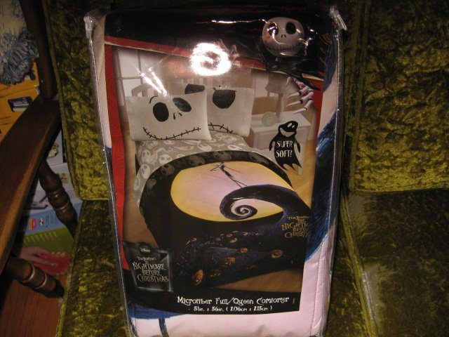 Tim Burton's nightmare before christmas full queen comforter 81 by 86