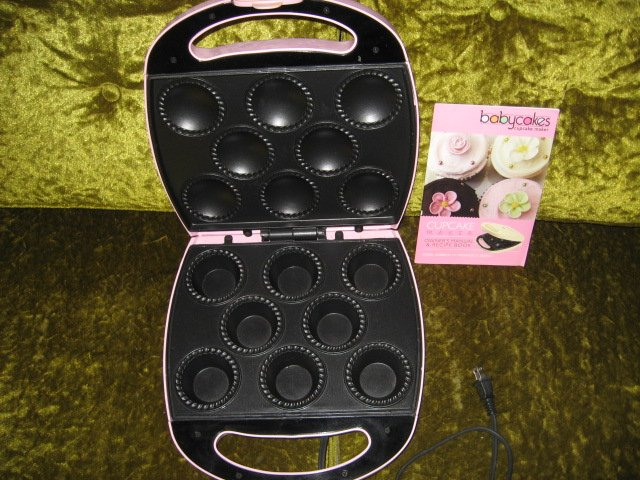 Image 1 of Babycakes cupcake maker with manual and recipe book new