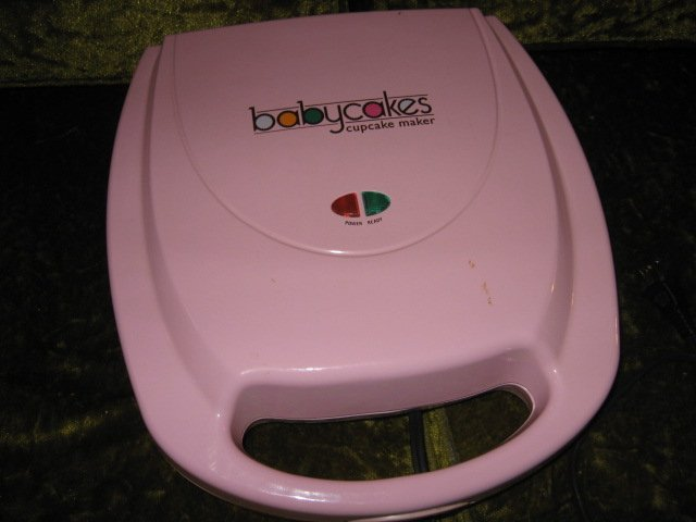 Image 2 of Babycakes cupcake maker with manual and recipe book new