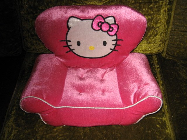 Hello Kitty  pouting toddler foam chair ages 3 and up
