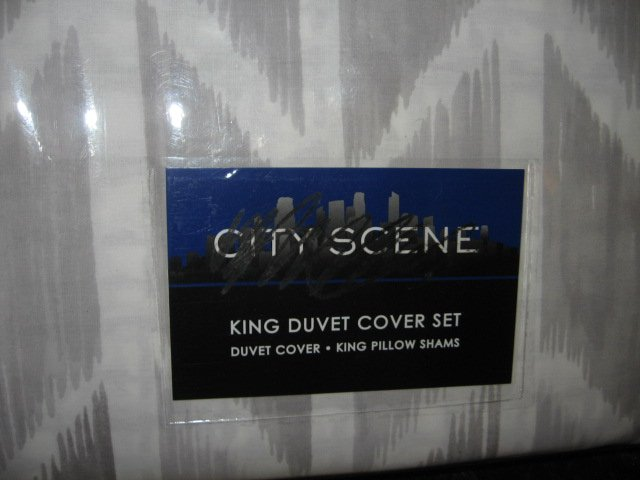 Image 1 of City Scene King Duvet Cover Set and Shams New in sealed package