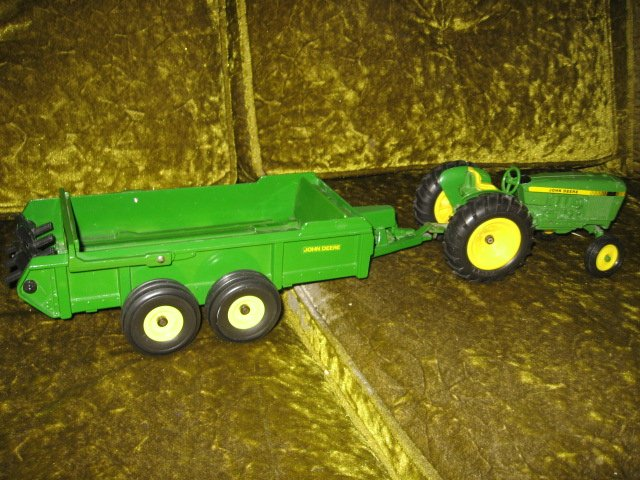 Image 0 of John Deere tractor and spreader metal farm crop seed