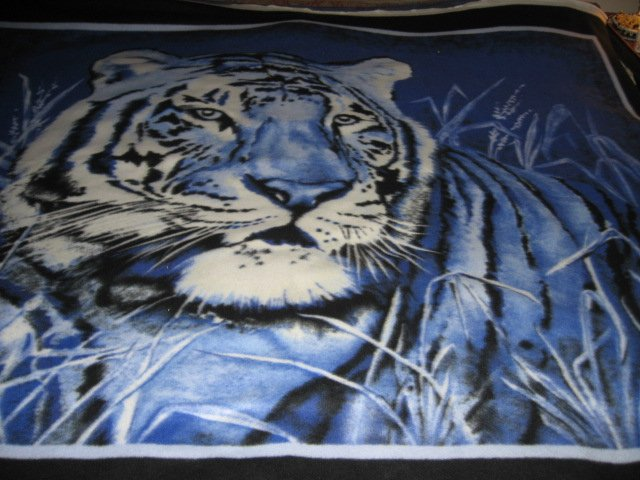 Image 2 of Tiger exquisite blue  bed size Fleece blanket Panel very rare