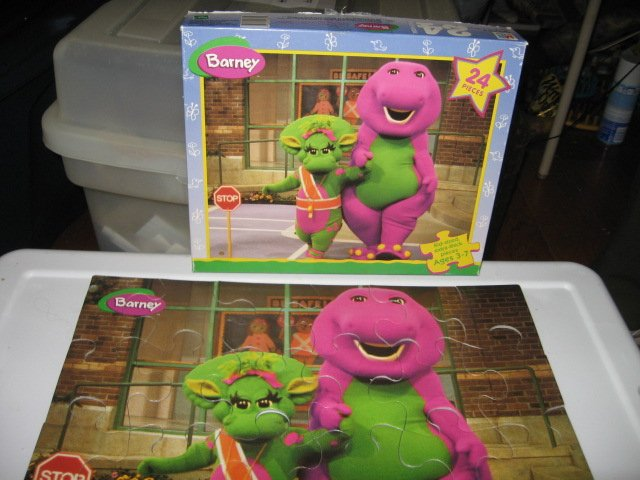 Hasbro Barney Kid Sized 24 piece puzzle age 3 to 7