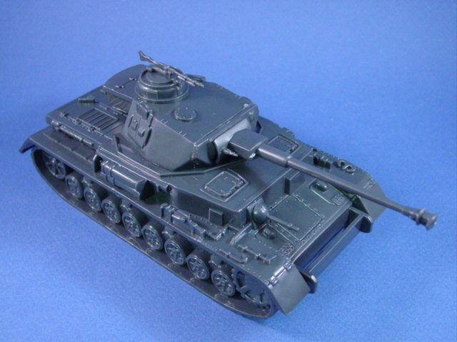 WWII German Panzer IV Tank 54mm with Long Barrel 75mm Gun