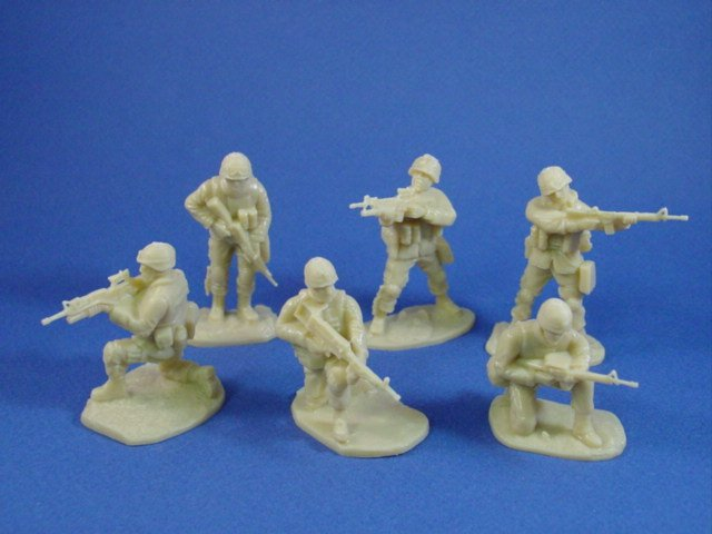 Armies in Plastic 54mm US Marines Afghanistan 18 figures in 6 poses cast in light tan/sand