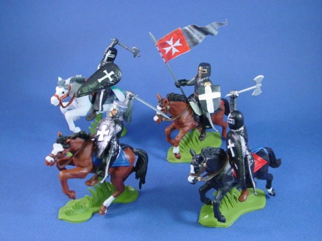 Britains Deetail DSG Toy Soldiers Mounted Black Knights 4 Piece Set with Flag Bearer