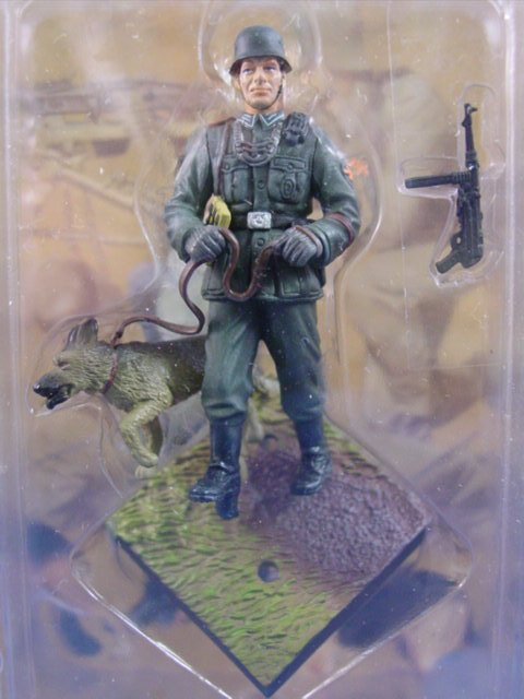 Toy Soldier Dragon Painted WWII German Guard with Dog CanDo 1/35 Scale Figure B