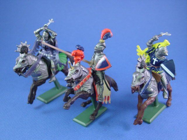 Britains Deetail Toy Soldiers Mounted Medieval Knights 3 Piece Set