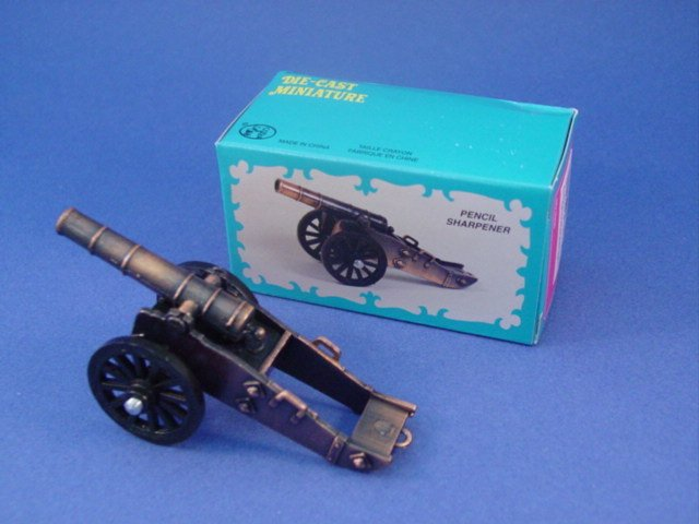 Toy Soldiers Revolutionary War Cannon Diecast Metal Pencil Sharpener 1/35