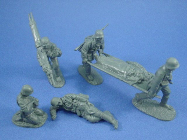 WWII German Medic Set with Stretcher Bearers and Casualties 6 Piece Set
