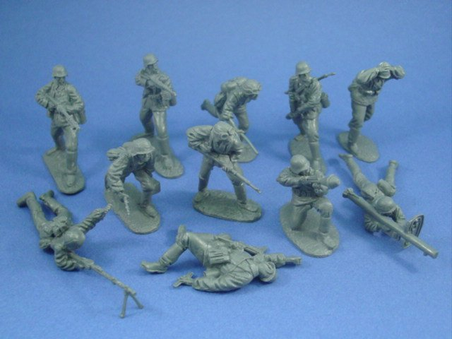 WWII German Storm Troopers set from CTS. Includes MG-42 gunner, flamethrower, anti-tank figures, captured prisoner and more.