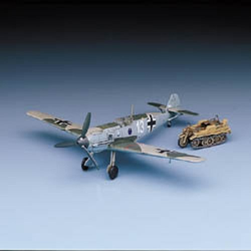 Model Kit 1/72 Bf109E3/4 Heinz Bar Aircraft w/Kettenkrad Vehicle