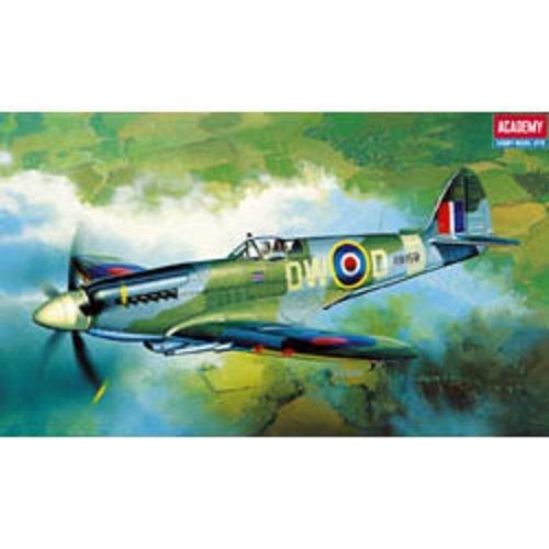 Plastic Model Kit 1/72 Spitfire Mk XIV C RAF Fighter Academy 12484