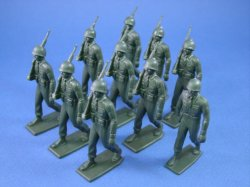 Thumbnail of Marx 60mm Training Camp Playset Marching US GI Set 10 Soft Plastic OD Figures