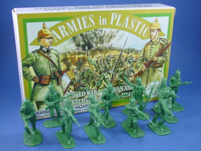 Armies in Plastic WWI German Infantry in Spiked Helmets 20 Figures