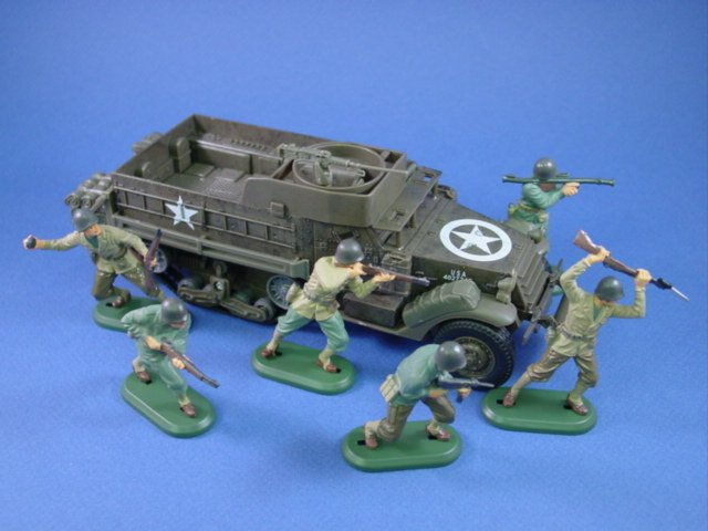 Britains Deetail Toy Soldiers WWII US Army Infantry with Halftrack by New Ray