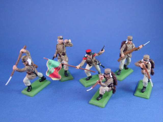 Britains Deetail DSG Toy French Foreign Legion Toy Soldiers in Desert Tan Uniform