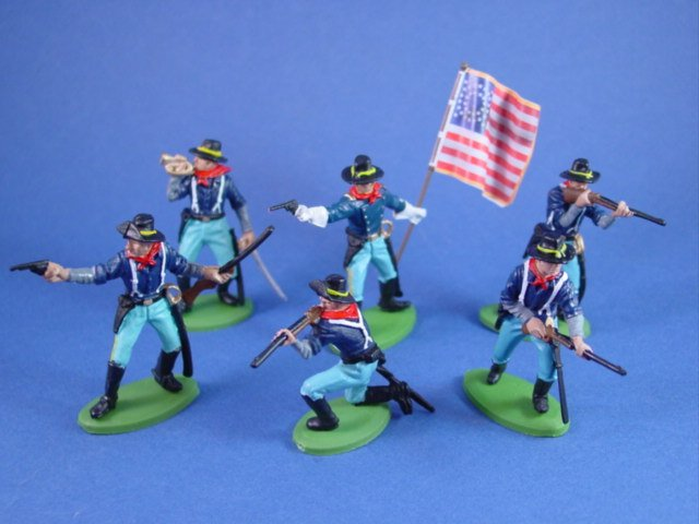 Britains Deetail DSG 7th Cavalry Toy Soldiers in Black Campaign Hats