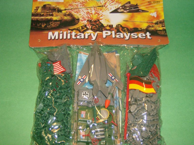 Ho Scale Military Plastic Soldiers Playset
