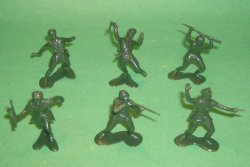 Russian World War II 12 Plastic Soldiers Set