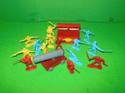 Set Of 16 pc Plastic Pirates w/ Cannon And Treasure Chest