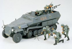 Tamiya 1/35 German SdKfz 251/1 Halftrack Plastic Model Kit 35020