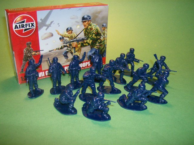 Image 0 of  1/32nd Scale Airfix World War II German Paratroopers Plastic Soldiers Set