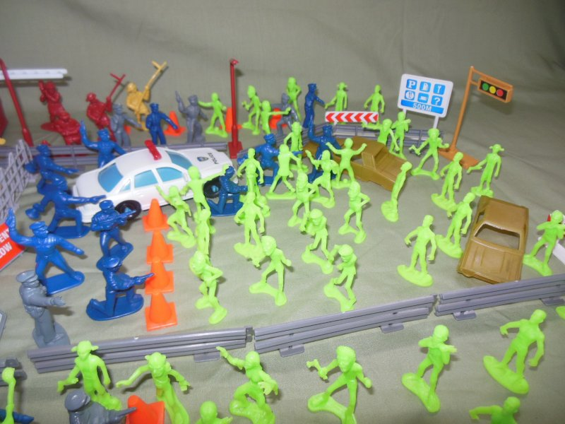 Image 2 of TSD City Of The Zombie Apocalypse Limited Edition Playset