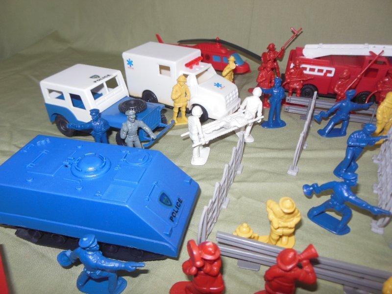 Image 4 of TSD City Of The Zombie Apocalypse Limited Edition Playset