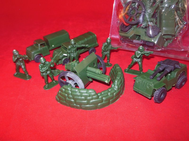 Image 1 of Super Army Plastic Armymen Bagged Set With Cannon, Trucks, Jeep, Soldiers NEW!