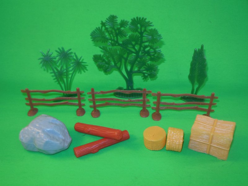 Image 1 of Farm Fences And Accessories Plastic Diorama Set 39782