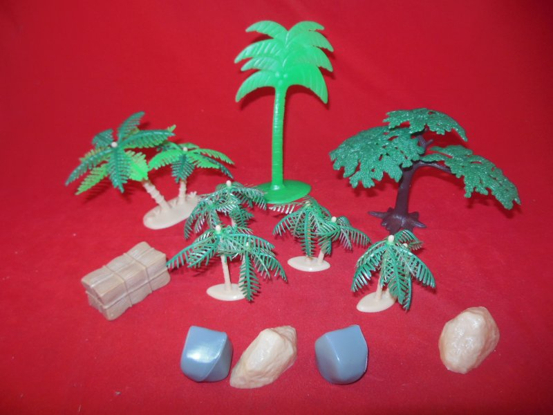 Image 1 of Tropical Palm Trees And Rocks Plastic Diorama Set 76733
