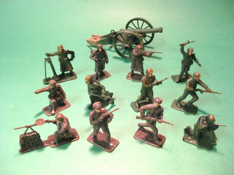 Image 0 of Russian World War II 12 Plastic Soldiers Set