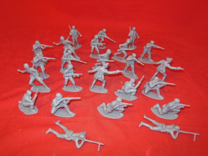 Image 1 of World War II 1/32nd Scale Plastic German Infantry Soldiers Set PYS-47