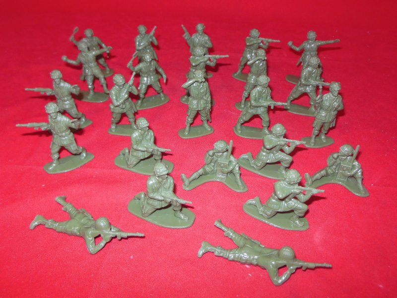 Image 1 of World War II 1/32nd Scale Plastic US Paratroopers Soldiers Set PYS-46