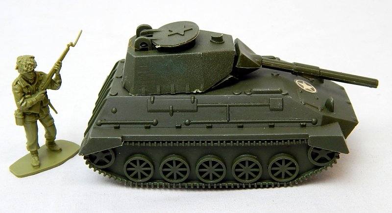 Image 2 of World War II Modern Armored Light Tank Green Plastic Vehicle