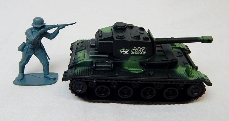 Image 2 of German Panzer III Style Green Camo '625' Plastic Tank