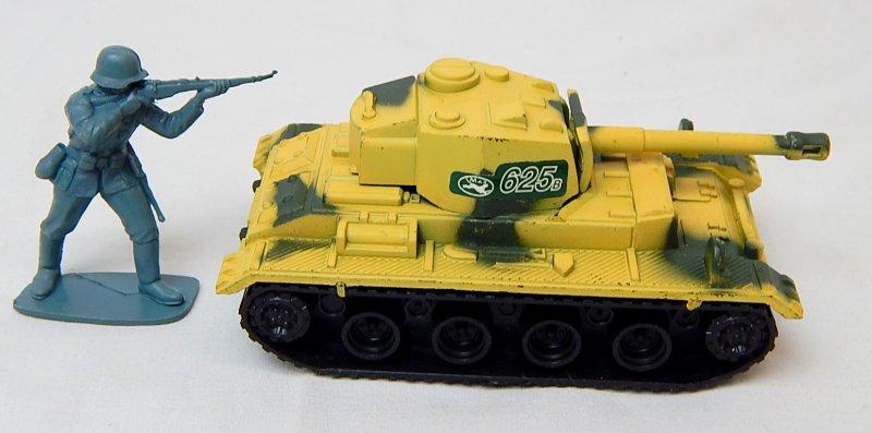 Image 2 of German Panzer III Style Desert Camo '625' Plastic Tank