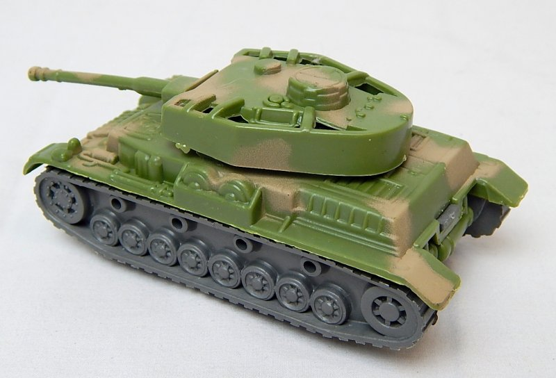 Image 1 of German WWII Panzer IV Style Green Camo Armor Turret Plastic Tank