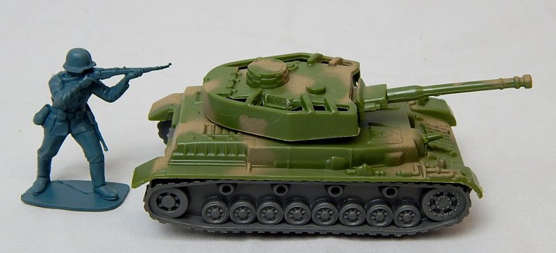 Image 2 of German WWII Panzer IV Style Green Camo Armor Turret Plastic Tank