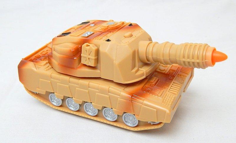 Image 0 of U.S. Army 155mm Self Propelled Gun Transforming Plastic Tank