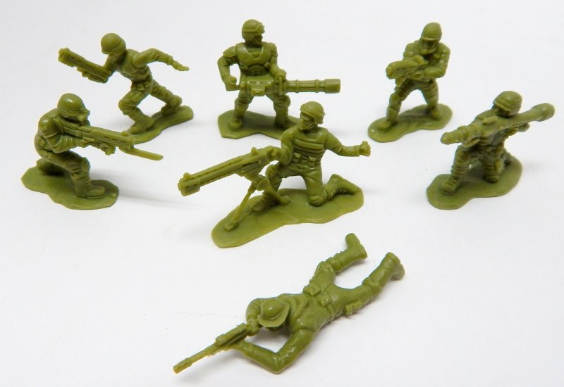 Image 1 of Set Of 100 Science Fiction Starship Troopers Alien Type Plastic Soldiers