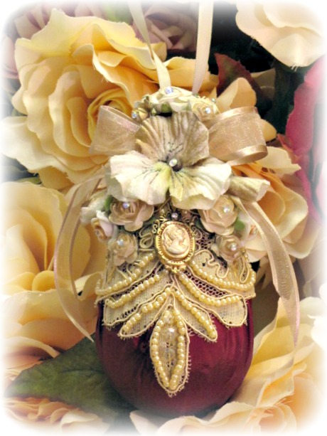 Image 4 of Regency Elegance Ornaments Set of 4 pcs.