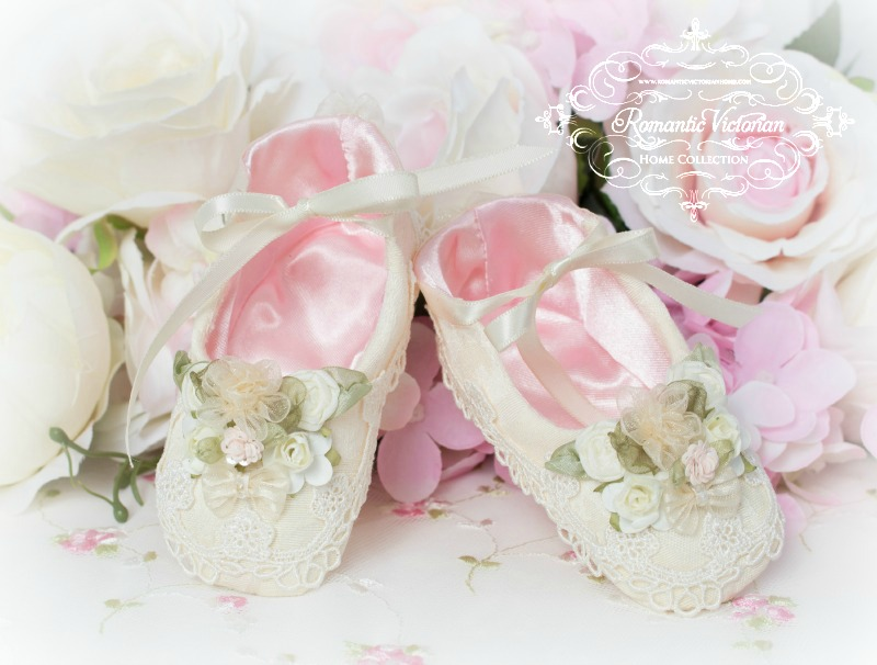 Image 0 of Ivory Damask Baby Shoes