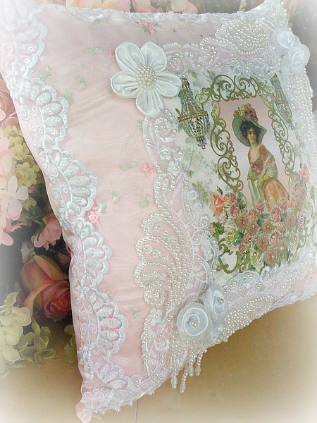 Image 21 of Crystal Roses Pillows