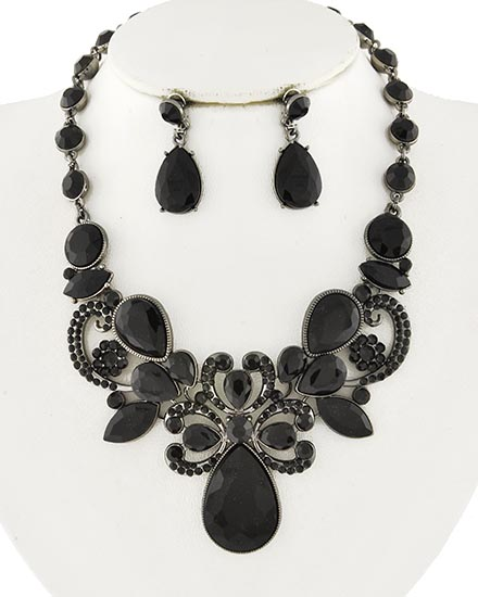 Image 0 of Vampyr Necklace and Earring Set