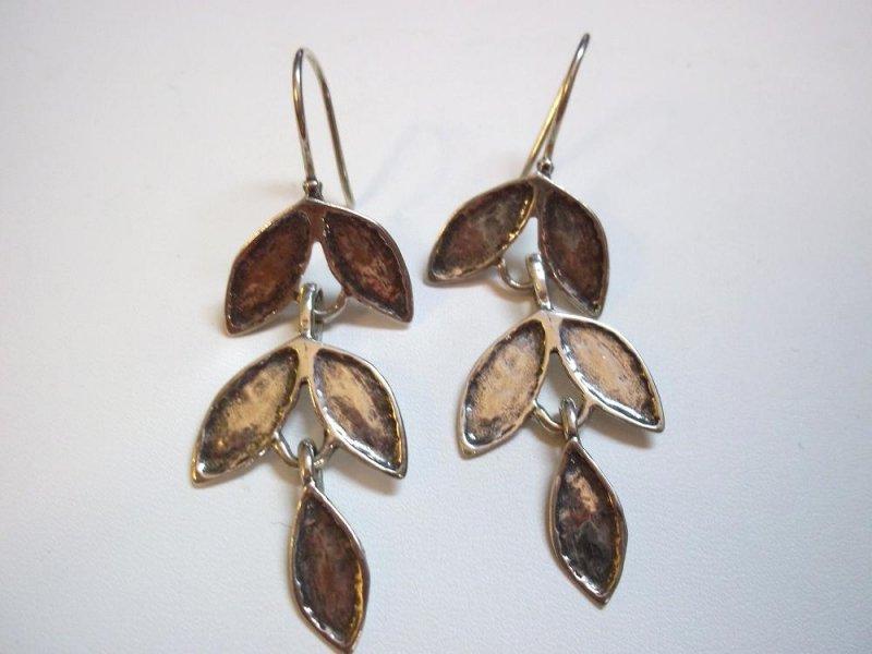 w2175 retired silpada silver leaf earrings